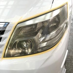 トヨタ初代後期アルファードの黄ばんで余計古く見えるヘッドライトを綺麗に磨いて再クリア施工