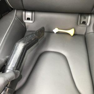 アウディRS5の車内の僅かなタバコ臭を消臭施工して臭わなくなりました